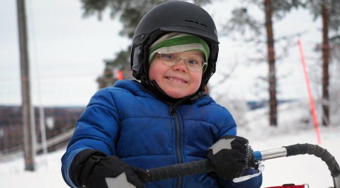 Kaikki Snoukkaa – tukea soveltavan lumilautailun apuvälineistä